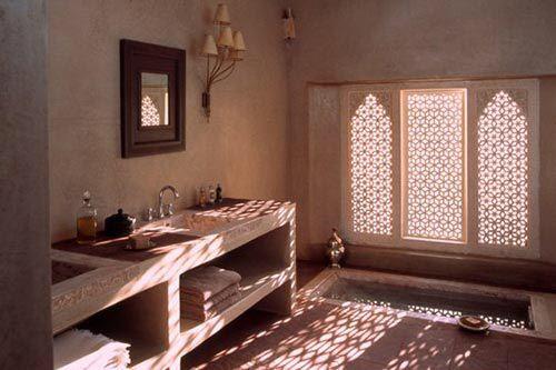Afbeelding van http://www.interieur-inrichting.net/afbeeldingen/2012/09/marokkaanse-badkamer-ksar-char-bagh-hotel.jpg.