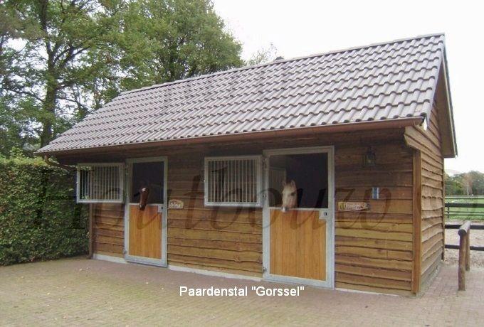 Paardenstal Gorssel. Een buitengewoon mooie buitenstal. Een paardenstal die sfeer uitstraalt! Bent u op zoek naar paardenstallen of boxen in houtskeletbouw. Kijk dan op de website van Jaro Houtbouw. www.jaro-houtbouw.nl