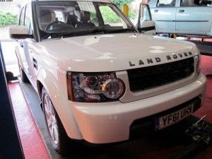 Land Rover Discovery for a set of Pirelli tyres fitting