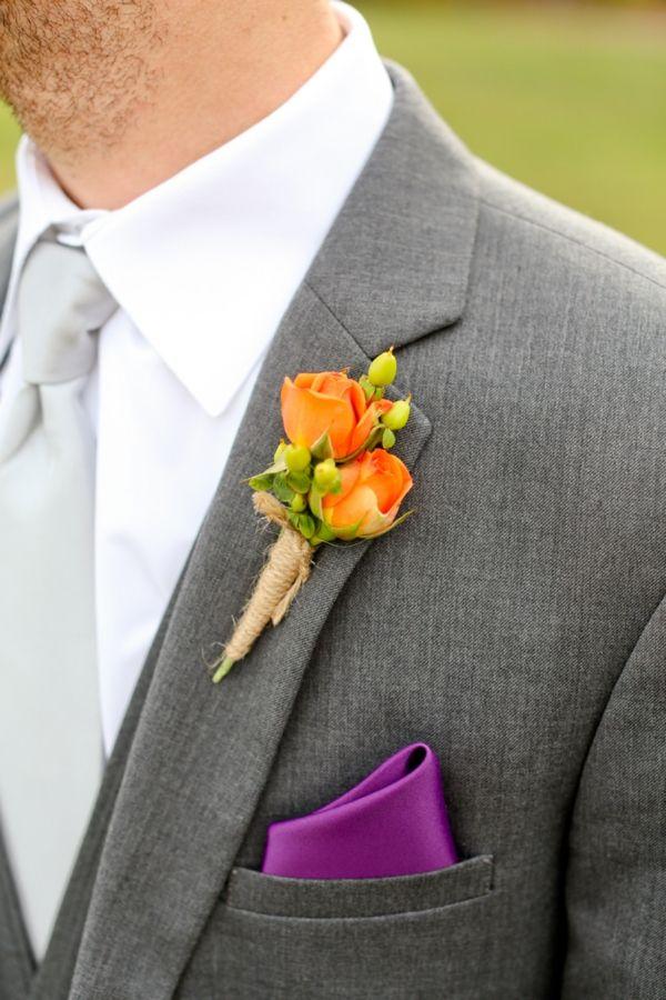 Botonier. Flor en la solapa para novios y padrinos, con mini rosas en naranja y toque rustico.