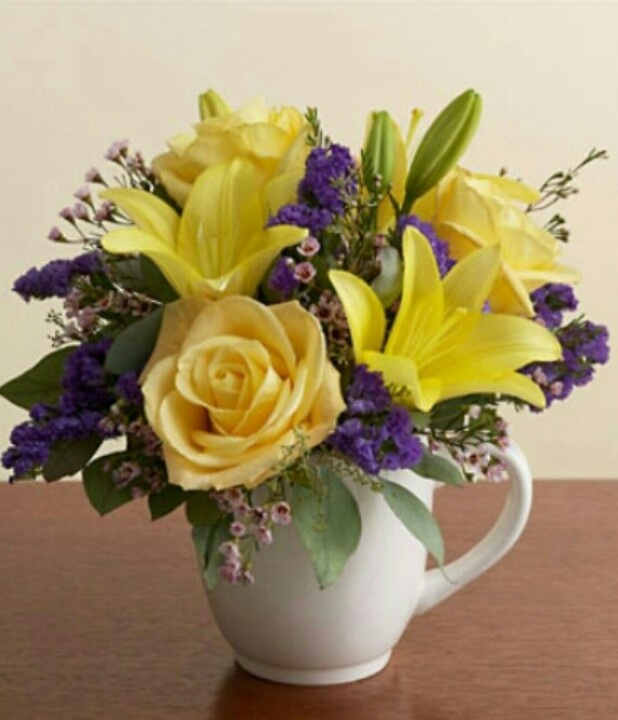 mugs of flowers are great gifts for grandparents, teachers, coworkers and coffee (or tea) drinkers of all kinds!