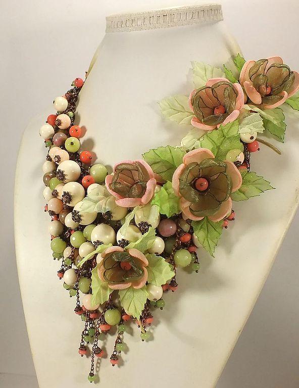 Купить Русалочье Парфе. Колье, съёмный цветочный декор. - зеленый, светло-зеленый, свежая зелень