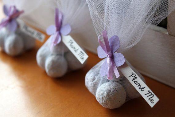 Γεια, βρήκα αυτή την καταπληκτική ανάρτηση στο Etsy στο https://www.etsy.com/listing/123723835/seed-bomb-wedding-favor-lavender-themed