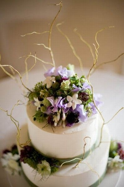 Cake decorations with curly willow, stephanotis, sweetpeas, oregano, and nigella.