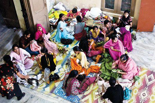 Chikankari artisans at SEWA Lucknow