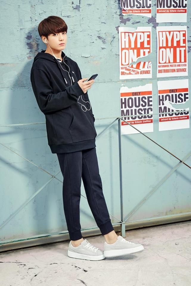Am I the only one who is worried because of how thin his legs look in this pic?