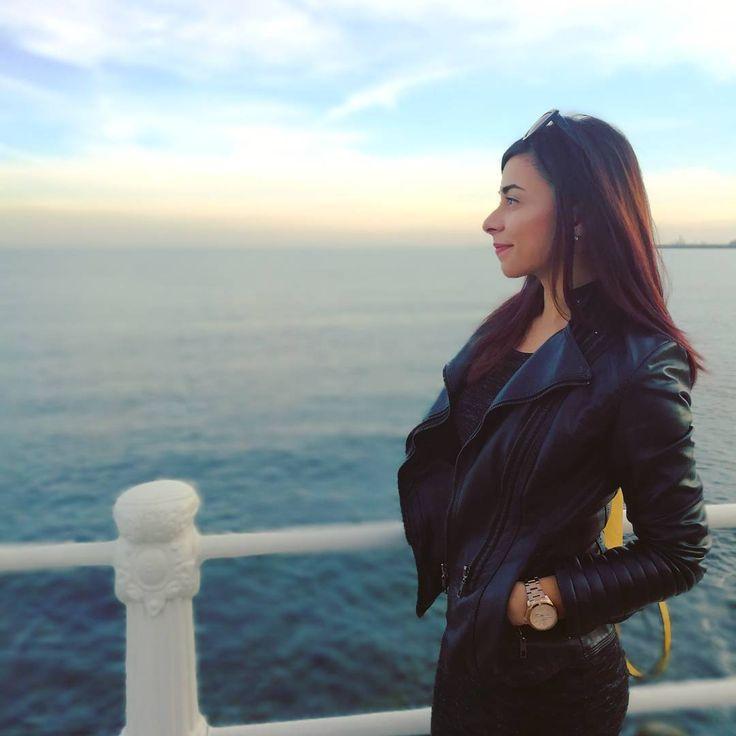 Autumn can wait 🍁🍁🍁.  .  .  .  .  #seabreeze #sky #dawn #missingsummer #leatherjacket #stillwearingsunglasses #dulce #dulcedianalupu