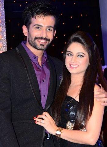Mahhi Vij and Jay Bhanushali's marriage hits trouble! - http://www.bolegaindia.com/gossips/Mahhi_Vij_and_Jay_Bhanushalis_marriage_hits_trouble-gid-36848-gc-16.html