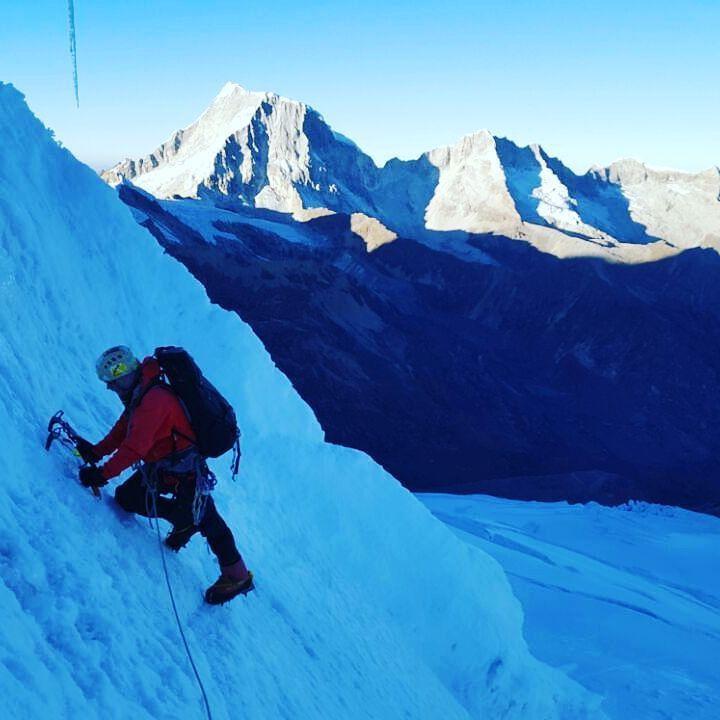 Imagens da escalada de @pehauck  e @maximokausch no Tocllaraju - Peru - Cordilheira Branca - uma escalada técnica primeira vez nesta região. Acompanhe a Expedição dos guias @gentedemontanhaoficial  #GentedeMontanha #AltaMontanha #Montanhismo #Mountains #SpotBR #GarminBrasil #Atletasgarmin #ProntoParaAventura #DeuterBrasil #EueMinhaDeuter #Andes #Andes6k #ExpediçãoAndes #Peru #CordilleraBlanca