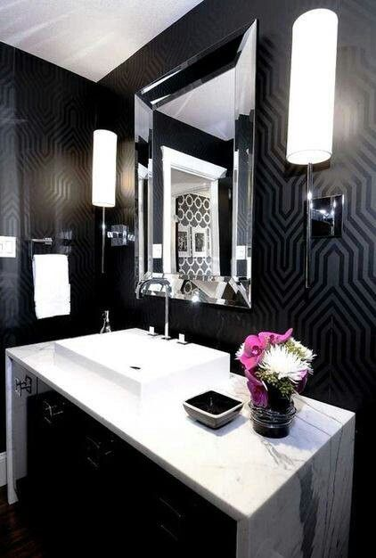 .Black and white bathroom