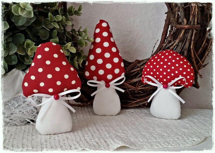 3+süße+Fliegenpilze+/+Pilze+im+Landhaus-Stil♥+rot+von+Little+Charmingbelle+auf+DaWanda.com