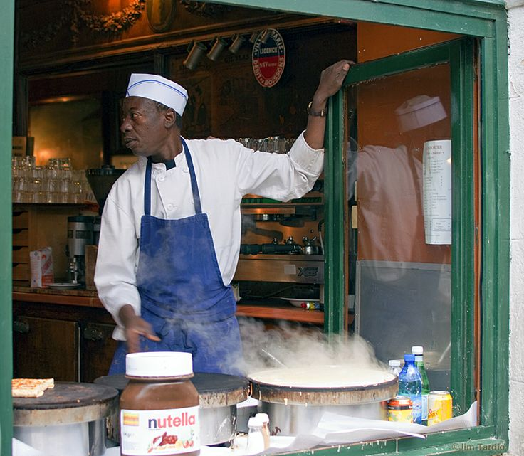 Want lunch or dinner quick and cheap in Paris? Stop at a crepe stand and pick up a savory or sweet crepe. Fill one with cheese and mushrooms for lunch and finish with a bannana and nutella for dessert. Dinner for less than 10 Euros! The best part? They'll be handed to you ready to eat from your hands. These stands can be found throughout the city.