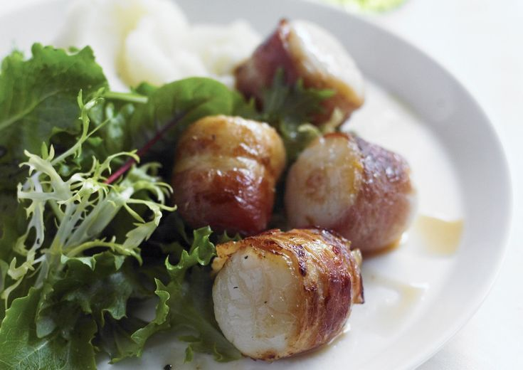 This combination of scallops and bacon is a snap to prepare, and the presentation is impressive.  Just wrap partially cooked bacon around a scallop, season, and then broil for a few minutes. You'll have a tasty, elegant appetizer your guests will love. The recipe may also be fixed with large or jumbo shrimp.