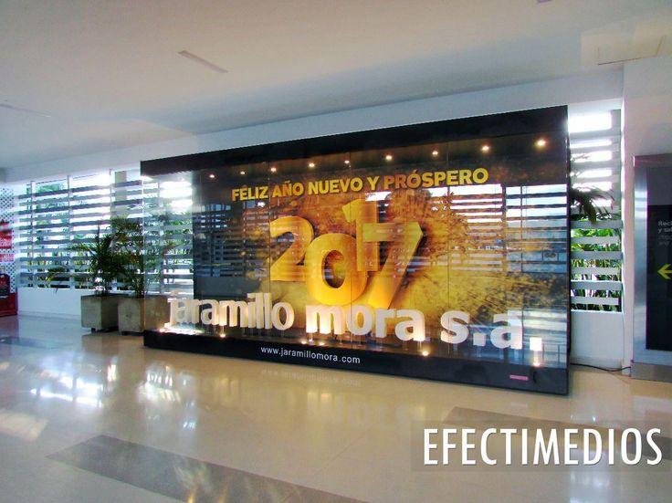 Las Vitrinas publicitarias con las que Jaramillo Mora S.A. transmitió su mensaje de ¡Feliz Año Nuevo y próspero 2017! a sus clientes y proveedores en Aeropuerto Internacional El Dorado de Bogotá y Aeropuerto Alfonso Bonilla Aragón de Cali #vitrinaspublicitarias #creatividad #innovacion #oohmedia
