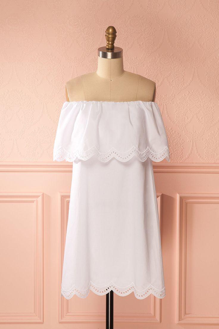 White off the shoulder scalloped shift dress - Robe droite blanche à festons et épaules dégagées
