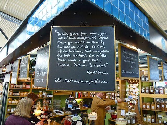 Deze kruidenverkoper in Kopenhagen haalt klanten over met literaire citaten. 2455: Mark Twain Kruiden