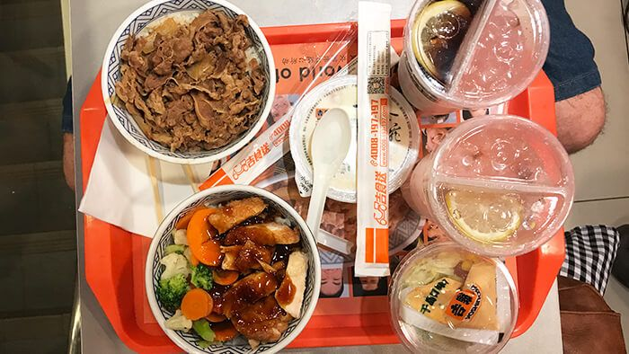 Yoshinoya Es Una Cadena De Restaurantes De Comida Rápida Japonesa Que Puedes Encontrar Por Toda China China Comida Restaurante De Comida Rapida Comida Rapida