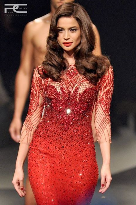 What Melisandre, the Red Priestess would wear, Michael Cinco Anne Curtis looking fab!!