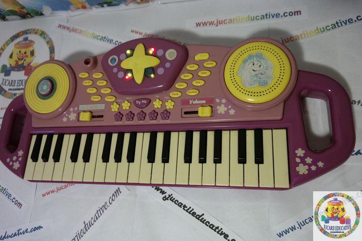 Orga cu sunete si lumini  37 clape, 16 moduri demosntrative (ritmuri), 9 instrumente, varianta demo. Se poate folosi inclusiv microfon. Luminile se dclanseaza in momentul in care copilasul canta la orga.  2 manere pentru a face transportul cat mai usor.  Dimensiuni: cca 60 cm Provenienta: UK Stare produs: Buna, estetic 8/10; functional 10/10  PRET: 65 lei