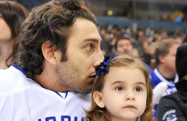 Roberto Luongo with his daughter Gabriella.   oh ....   i love this..