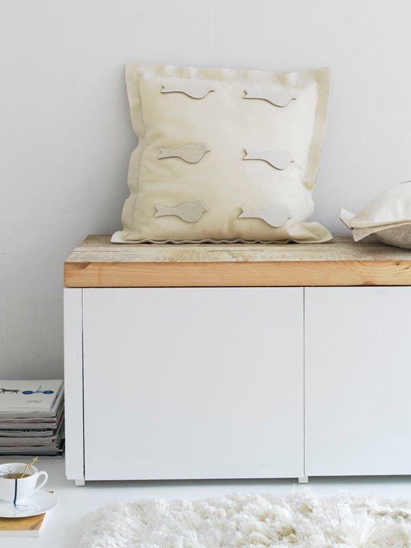 Mueble de TV con encanto blanco y madera