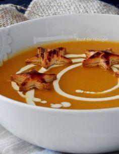 Η σούπα με τα χίλια πρόσωπα.     Την τελευταία φορά που χρησιμοποίησα κολοκύθα ήταν πριν λίγο καιρό που έφτιαξα την μακαρονάδα ...