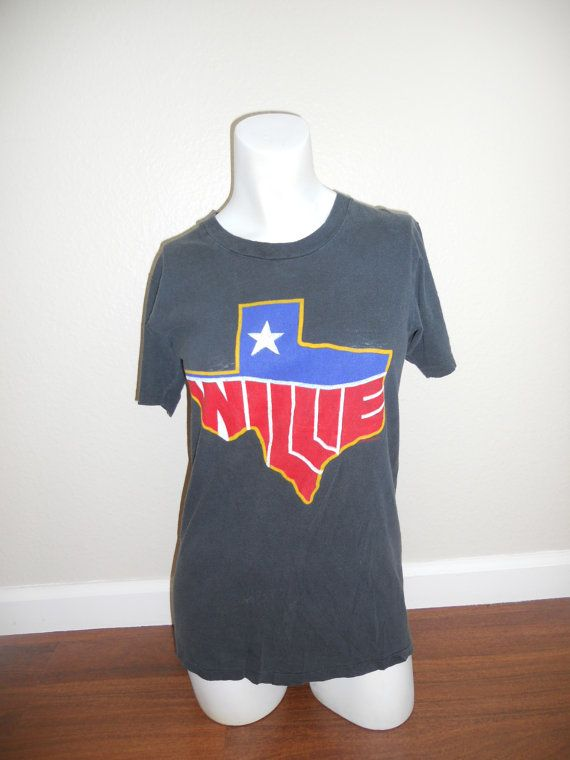 Love this Vintage Willie Nelson tee from the '80s!