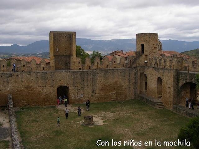 Patio de armas del castillo de Frías.