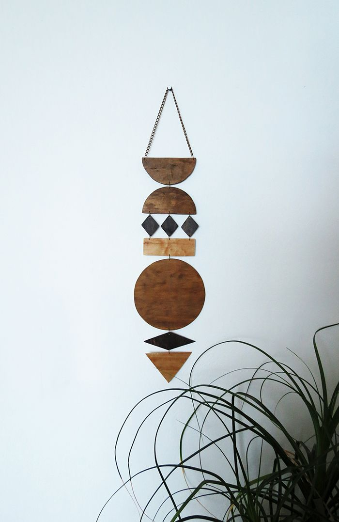 Have you ever heard of wall art jewelry? No? Then read this tutorial and get inspired! Draw the shapes on the 3mm plywood board and cut them out with a jigsaw. You can also work with balsa wood which is easy to cut with a cutter. Sand each pieces to have nice smooth shapes. Stain...