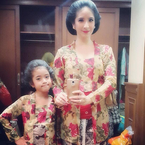 Kebaya and batik. Mom & Daughter