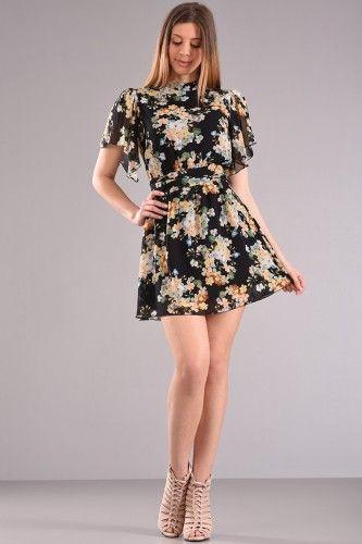 👗Φόρεμα εμπριμέ πάνω από το γόνατο με άνοιγμα στην πλάτη δέσιμο πίσω και ζώνη στη μέση με φόδρα εσωτερικά στο κάτω μέρος σε μαύρο floral αποχρώσεις από ζορζέτα  βισκοζ ύφασμα.🌺🌞  54.90€    Μεγέθη : Medium / Large  Χρώμα : Μαύρο  Σύνθεση : 100%PES