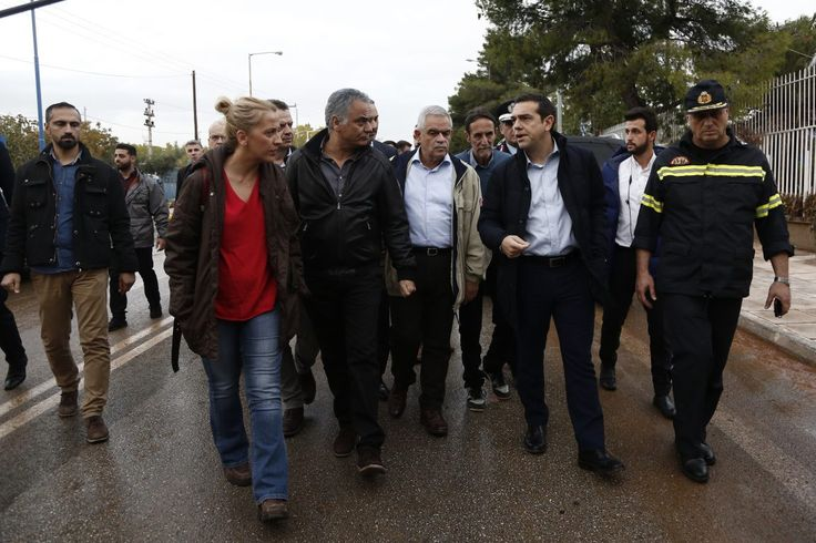 Στη Μάνδρα μετέβη ο πρωθυπουργός Αλέξης Τσίπρας επικεφαλής κυβερνητικού κλιμακίου και παραγόντων της τοπικής αυτοδιοίκησης και της Πυροσβεστικής Υπηρεσίας. Στην περιοχή της παλαιάς εθνικής ο…