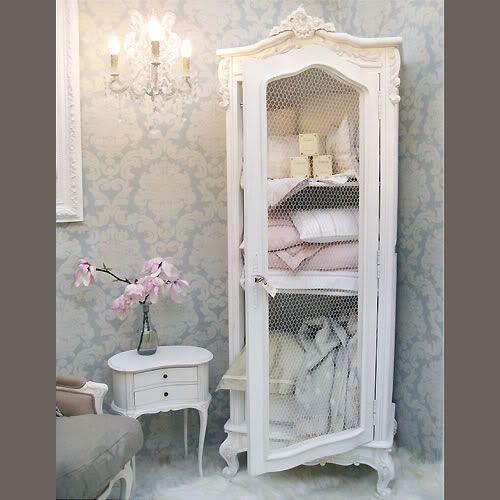 Baños Portatiles Elegantes:French Armoire in Bathroom
