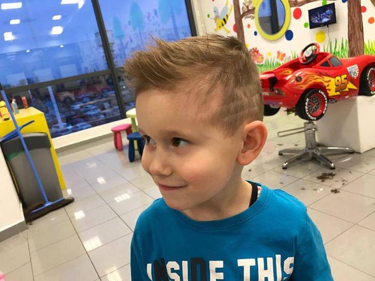Aj takýto frajerský účes vieme vystrihať aj vášmu synkovi. #detskekadernictvo #kadernictvo #trnava #arkadiatrnava #strihame #haircut #boy #littleboy #hairstyle