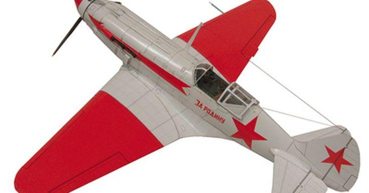 Passos para fazer um modelo de avião. Construir um modelo em miniatura de um avião é um passatempo apreciado em todo o mundo. Partir de uma pilha de peças e fazer um modelo que seja uma representação realista de uma aeronave real pode levar de algumas horas para os modelos simples, até semanas de trabalho para os modelos mais complexos. No entanto, independentemente da complexidade do ...