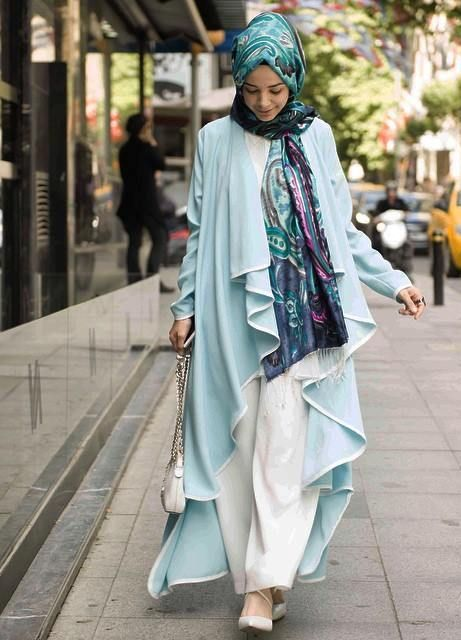 long water fall-cardigan hijab- Hulya Aslan hijab fashion looks http://www.justtrendygirls.com/hulya-aslan-hijab-fashion-looks/