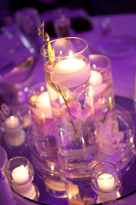 Low centerpieces consisted of a round glass dish filled