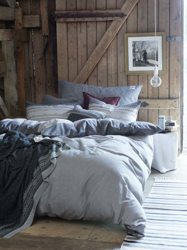 Decoholic.org | rustic bedroom decorating idea 47 ~ Shows how well the blue pallet goes with older wood, maybe make a barn wood accent wall