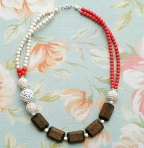 Free necklace pattern: The Beaded Boutique Statement Necklace will grab attention wherever you go. When you tell your friends that you made it from this necklace pattern, you'll get twice the admiring looks.