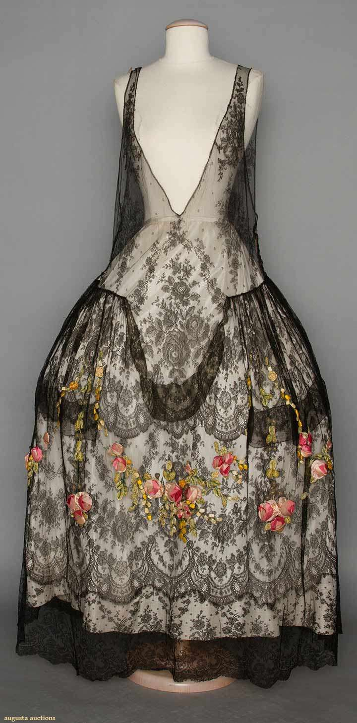 petitedeath:  omgthatdress:  Robe de Style 1920s Augusta Auctions  ahh 1920s dresses styled for 18th c dresses always steal my heart