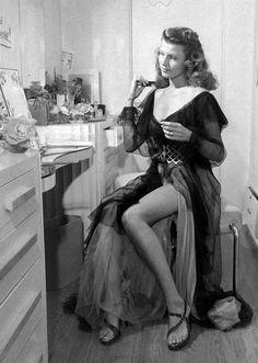Rita Hayworth, 1945.