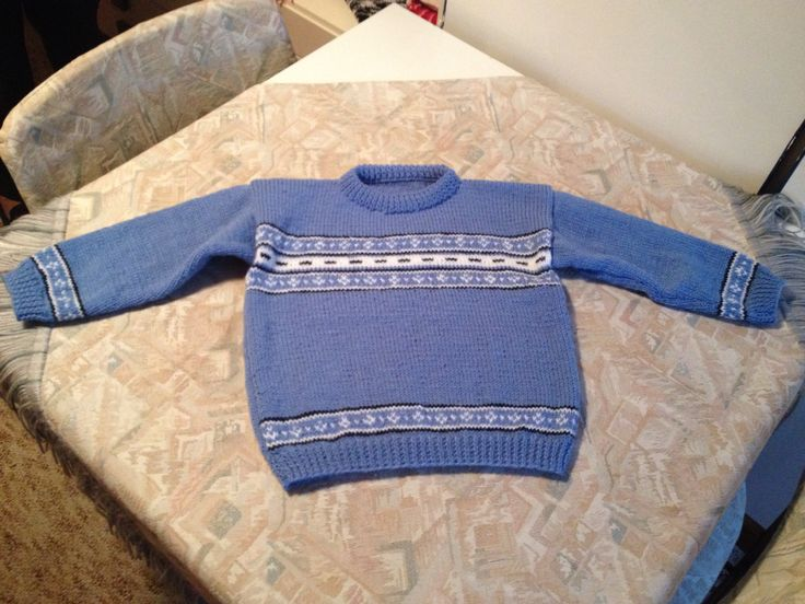 Lavender blue hand knitted kids sweater with white fantasy boarders - Lavendelblauwe handgebreide kindertrui met witte fantasyranden