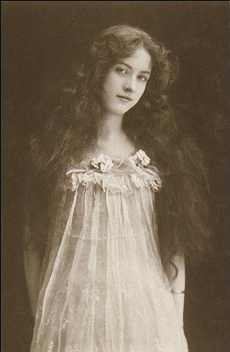 Vera Violetta: Maude Fealy
