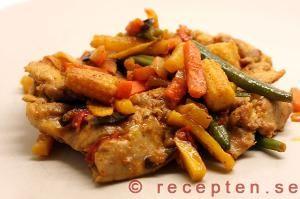Kycklingwok - Enkelt recept på kycklinglårfilé med wokgrönsaker kryddad med chili, paprika och vitlök! Snabbt och gott utan halvfabrikat!
