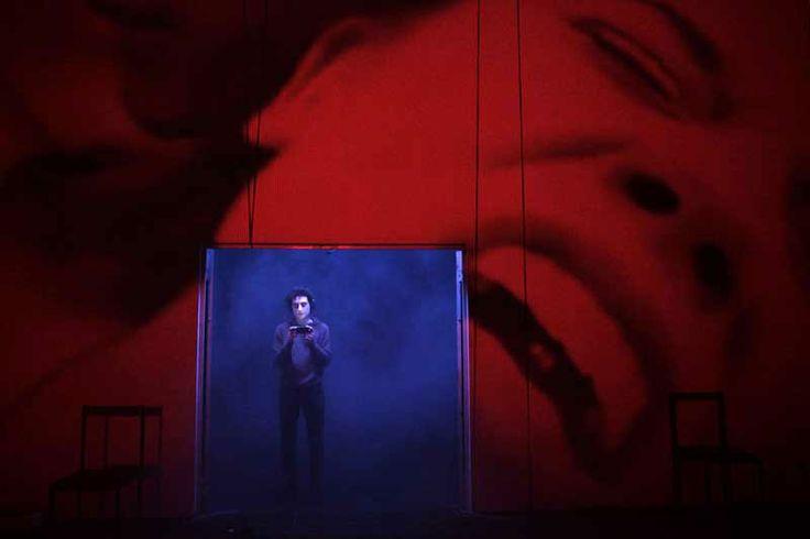 """""""Studio sul Simposio di #Platone"""" regia di Andrea De Rosa. Foto di Futura Tittaferrante. Al #Teatro delle Passioni di #Modena dal 30 gennaio al 2 febbraio. http://www.emiliaromagnateatro.com/spettacoli/studio-sul-simposio-di-platone/"""
