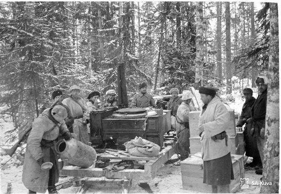 Kollaa ---- Peace treaty (Winter War) between Finland and USSR determined hostilities to end on Wednesday the 13th of March 1940 at 11.00 . Flags were hanging in half-mast out of the horror of the harsh terms of the treaty. [Suomen ja Neuvostoliiton rauhansopimus määräsi taistelut loppumaan keskiviikkona 13. maaliskuuta 1940 kello 11. ]