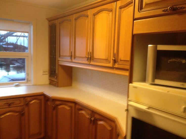 Hei, selger kjøkken ferdig demontert med hvitevarer. Komplett kjøkkeninnredning UTEN benkeplater.