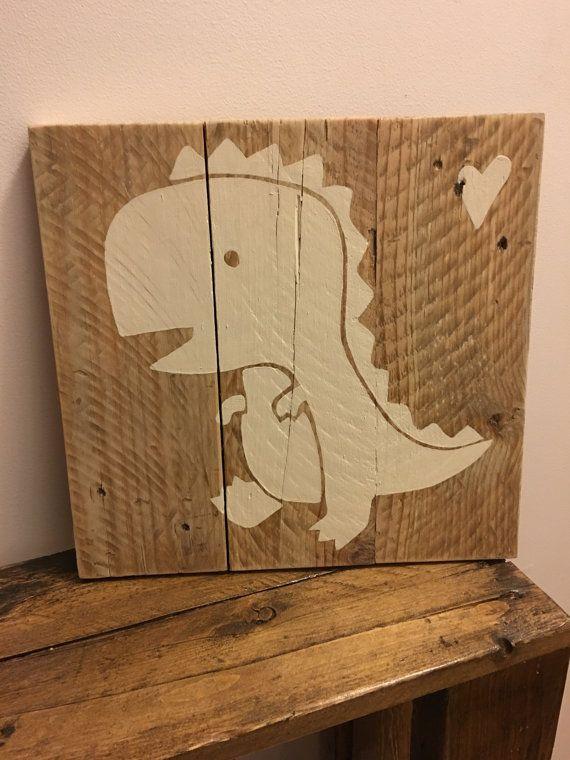 Cadre T-Rex fait de palette recyclé par Lilyetcompagnie sur Etsy