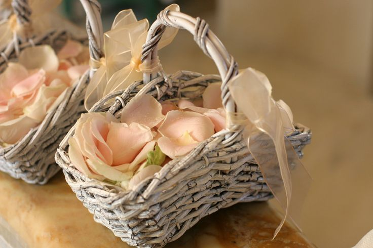 The baskets for the flowergirls