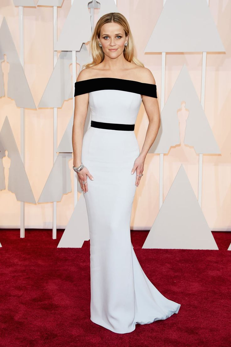 2015 Oscars Red Carpet - Reese Witherspoon in Tom Ford. This dress reminds me that one she wore to the 2011 Oscars, and watching other outfits we see that she always opt for plain dresses of one color or border of another. Despite the repetition, this Tom Ford has a lot of class and elegance and if we think it does not matter much, since we rarely be faulted for their choices. She looks beautiful.